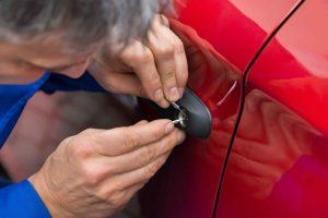 auto locksmiths essex red car